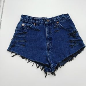 Vintage Levis 920 Distressed Shorts Dark Wash